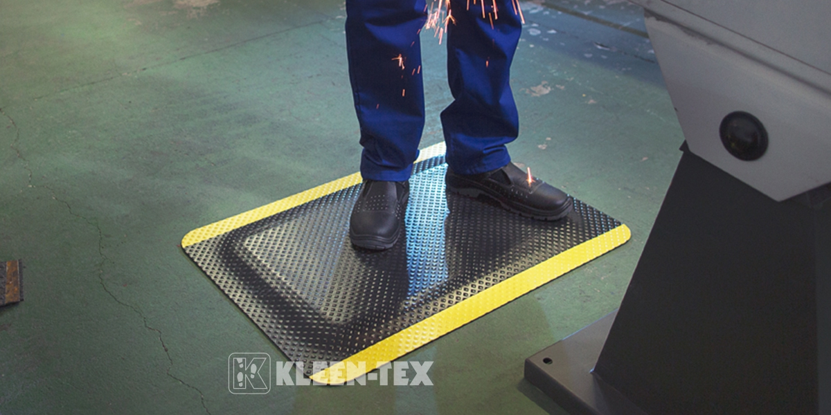 Kleen-Comfort Standard Safety in front of machine